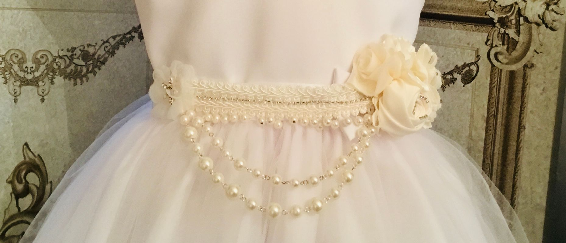 BBs -a- Ivory & pearls roses sash IPR
